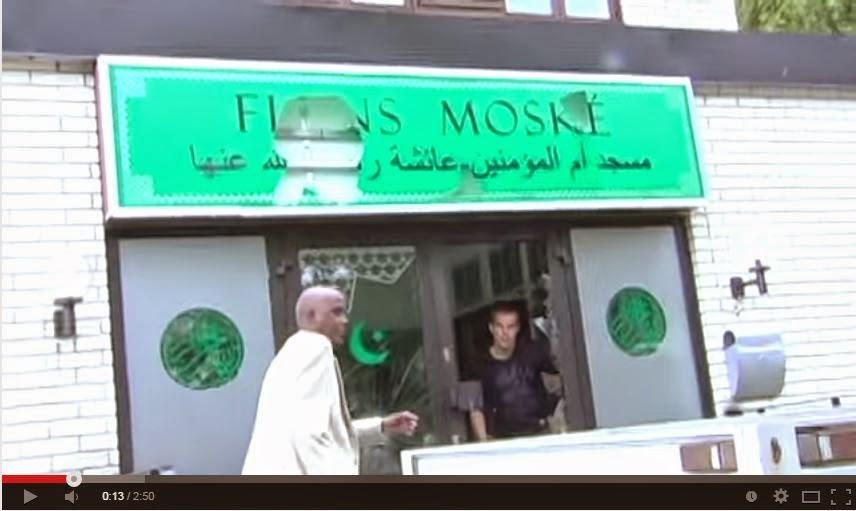 VIDEO: Masjid caan ah oo Somalida Sweden Ku cibaadaysan jireen oo la weeraray