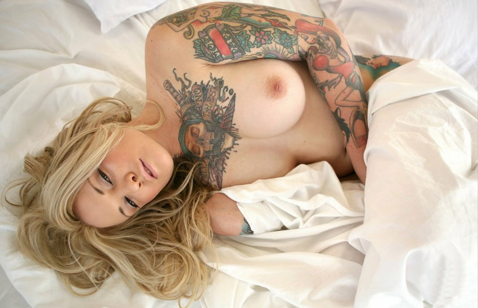 Hot Naked Tattooed Girl
