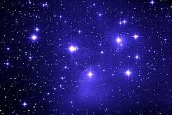 *κοιτα τα αστρα εκει ψηλα. ποιο ξεχωριζει; ολα ιδια ειναι για μας και ολα ιδια ειμαστε γι' αυτα