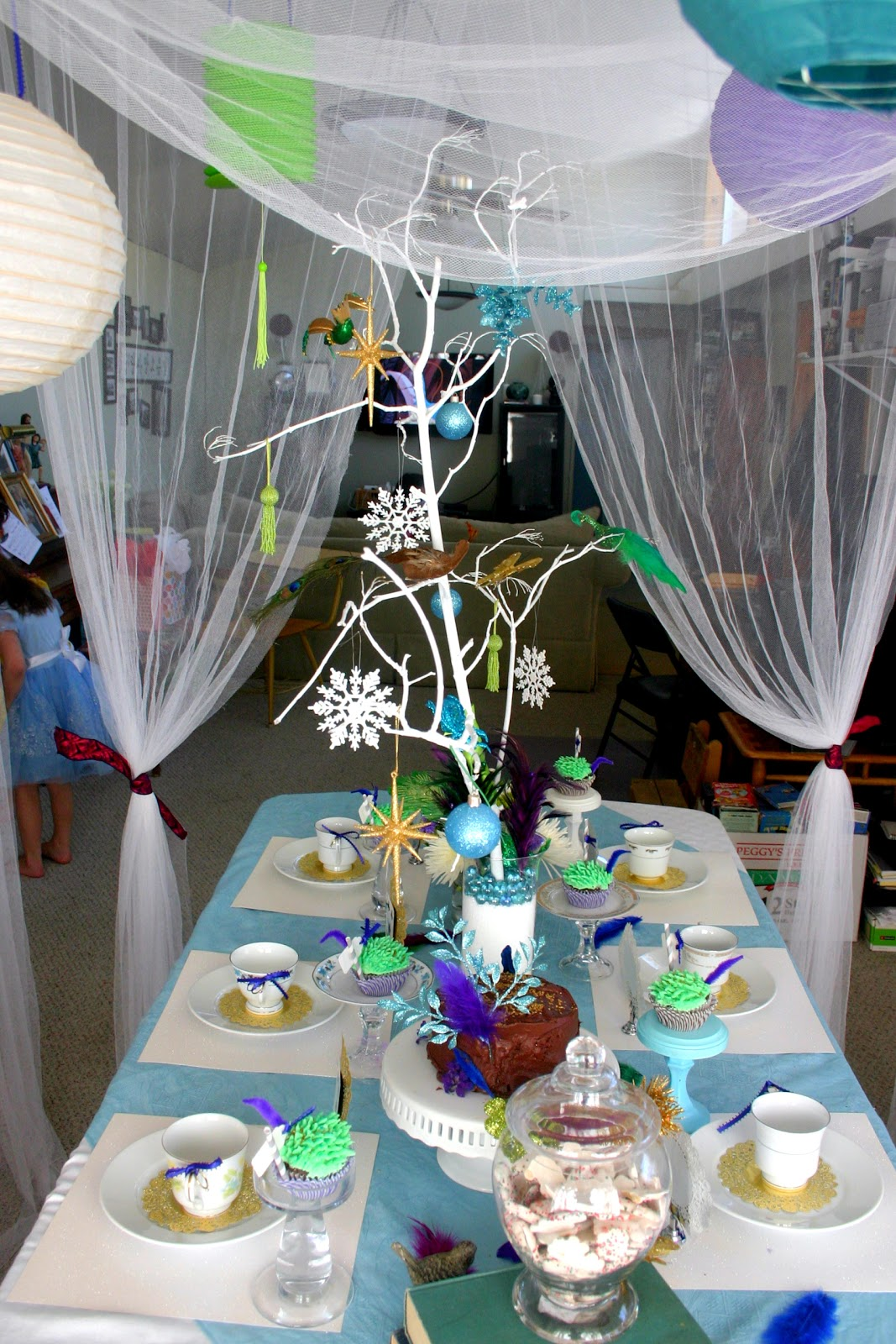 Bonne nouvelle alice in winter wonderland tea party - Alice in wonderland tea party decorations ...