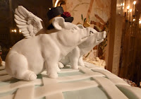 Darcie finds pigs irrestible and had them as wedding cake toppers.