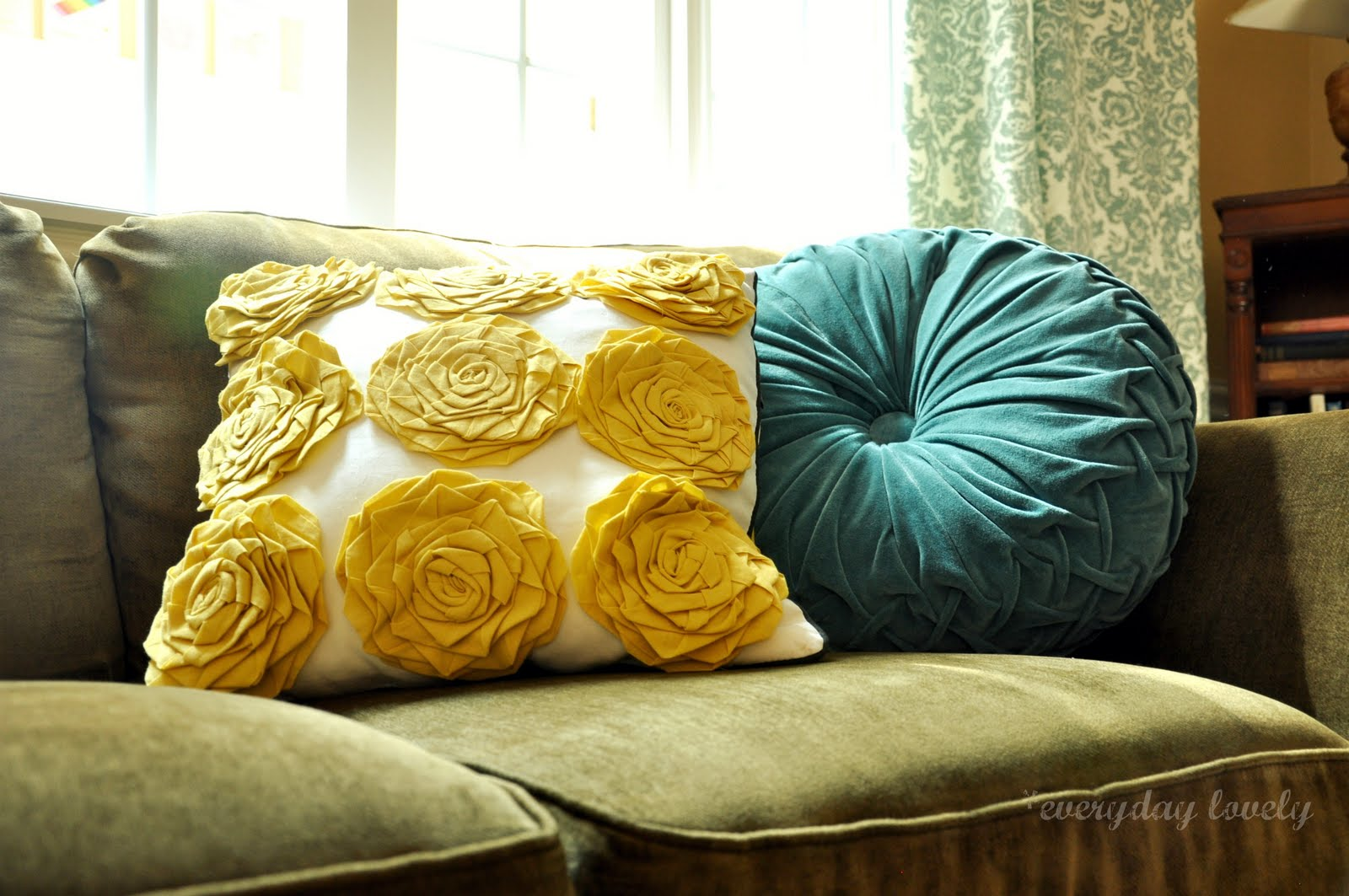 Throw Pillows For A Green Couch : everyday lovely: Pillow Talk