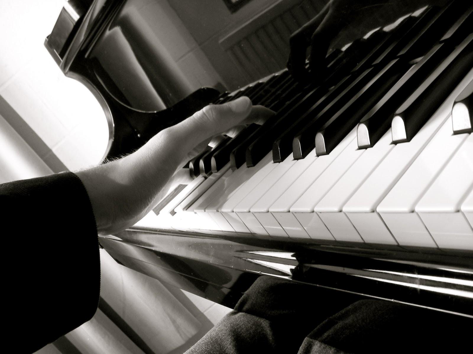 http://3.bp.blogspot.com/-OZCrx4mXWZ0/TqkKeDD2v1I/AAAAAAAAAEg/opCBT7_6tWw/s1600/piano01.jpg