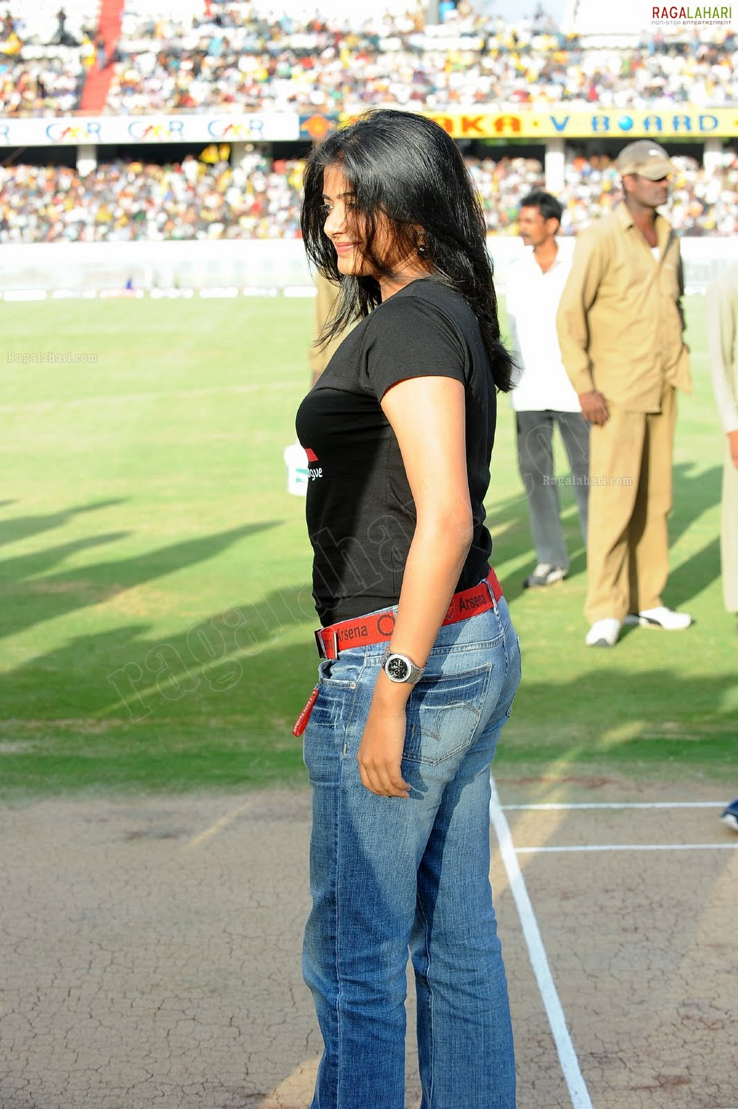 http://3.bp.blogspot.com/-OZM0hm-cSnM/TfoL-Gp6-EI/AAAAAAAAITI/hOL4ehvtino/s1600/priyamani-high-resolution-celebrity-cricket-league24-0014_indian%2Bmasala_01indianmasala.blogspot.com.jpg