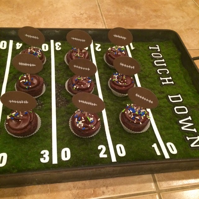 Faux Moss Super Bowl Field Serving Tray @craftsavvy @sarahowens #craftwarehouse #diy #superbowl #party