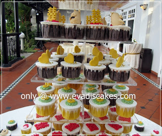 Picture of Penang Cakes - Evadis Cupcakes - Piggies Wedding Cupcakes Closer View