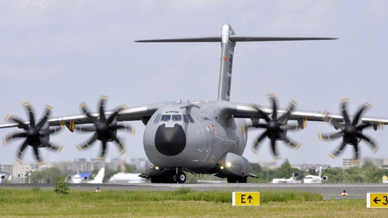 Airbus A400M Atlas ~ Fourtriangle ~ Fourtriangle