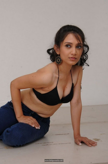 Actress Lisa Topless Stills from Special Class Movie indianudesi.com