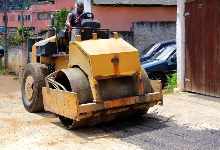 Operação tapa-buracos na Rua Manoel Siqueira Viana, antiga 1º de Maio, na Quinta Lebrão,
