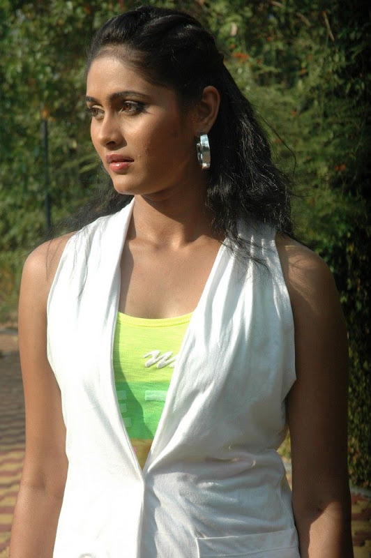 Ratnagiri Desi Girls Biyanka Cute PhotosPicture Stills cleavage