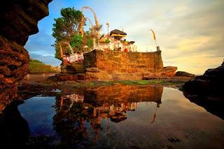 Tanah Lot Bali Indonesia Weeding