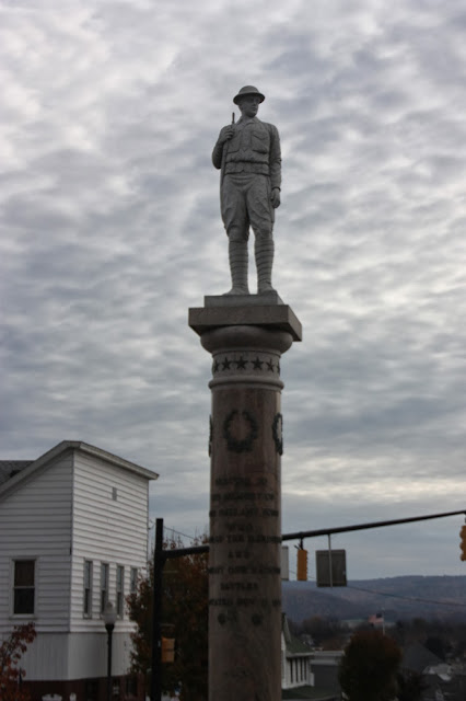 Doughboy statue honouring veterans