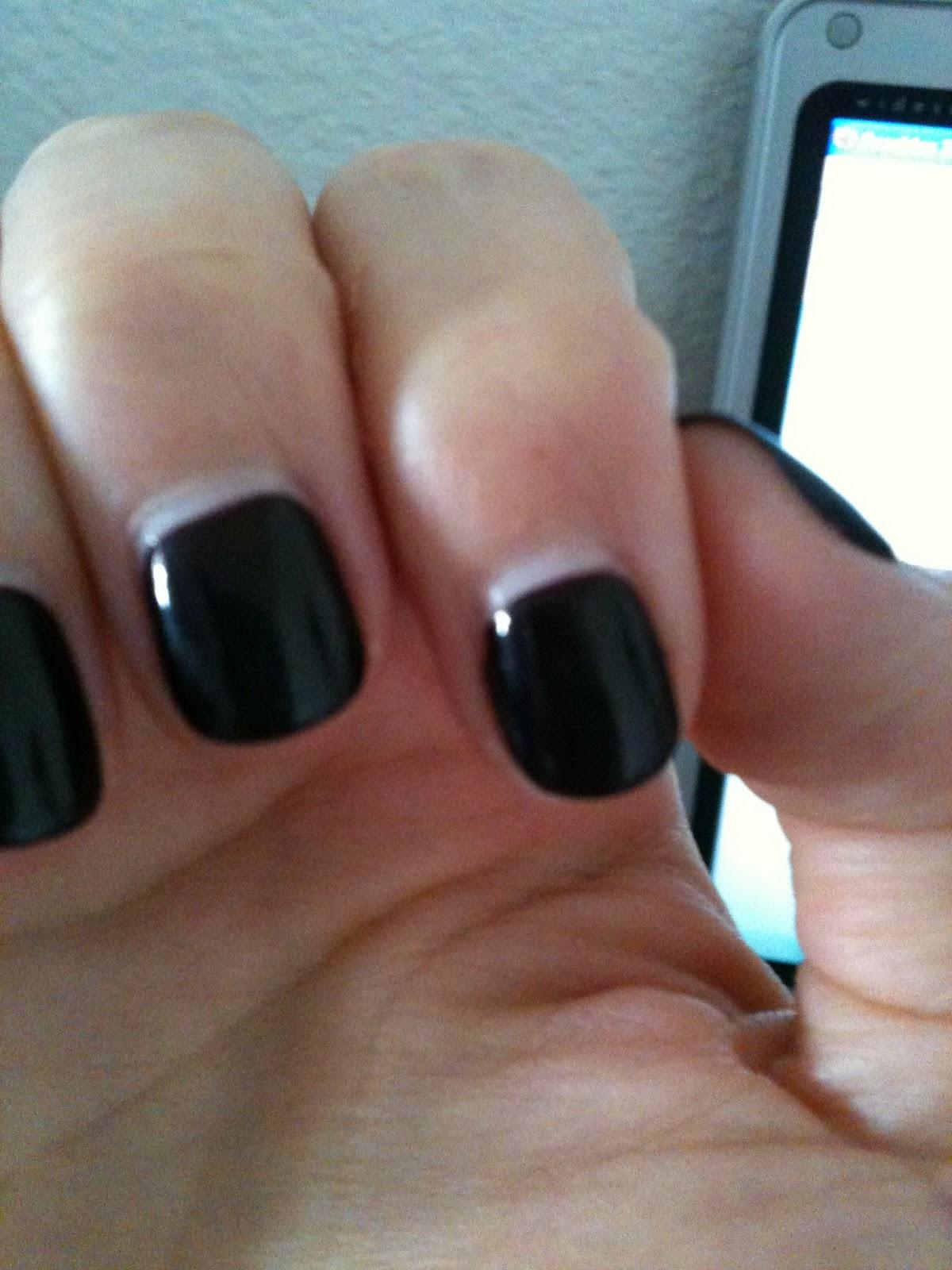 Foxy Fashion Gossip: week 2 of 30 day no chip manicure!