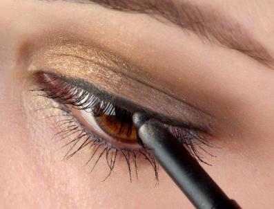 Eyeliner Styles: Different Ways To Apply Eyeliner