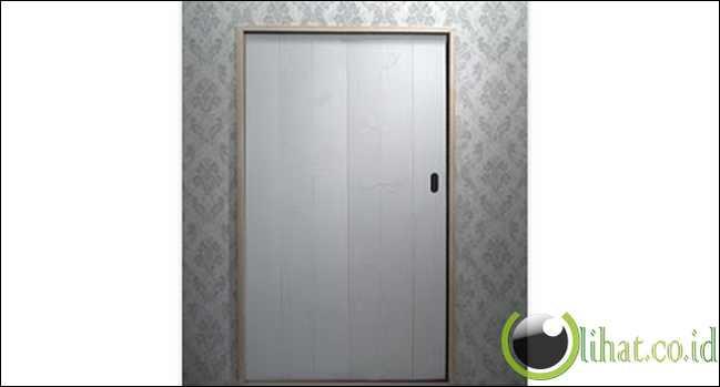 Pintu dengan Gantungan