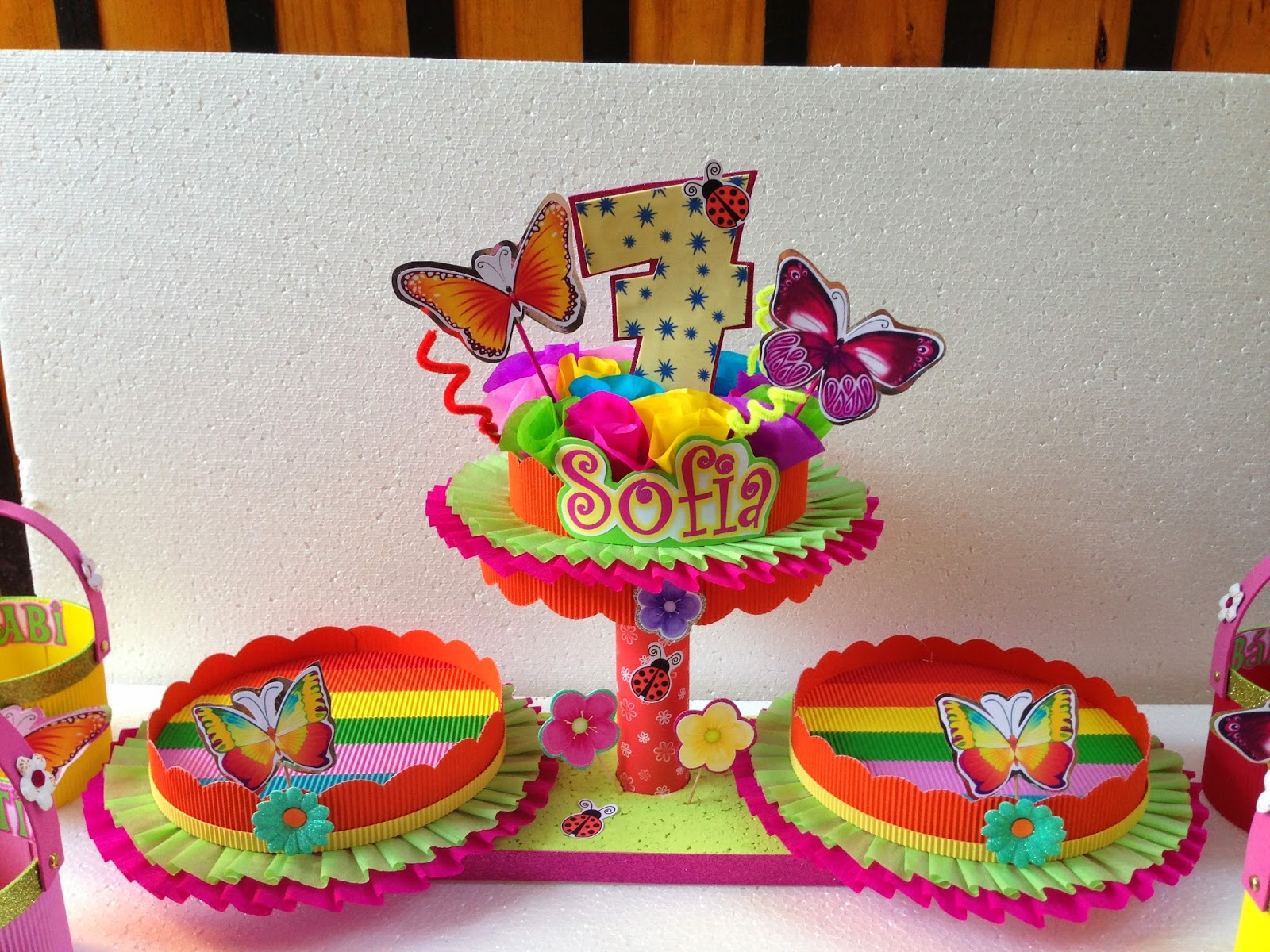 Decoraciones infantiles flores y mariposas for Decoracion de adornos