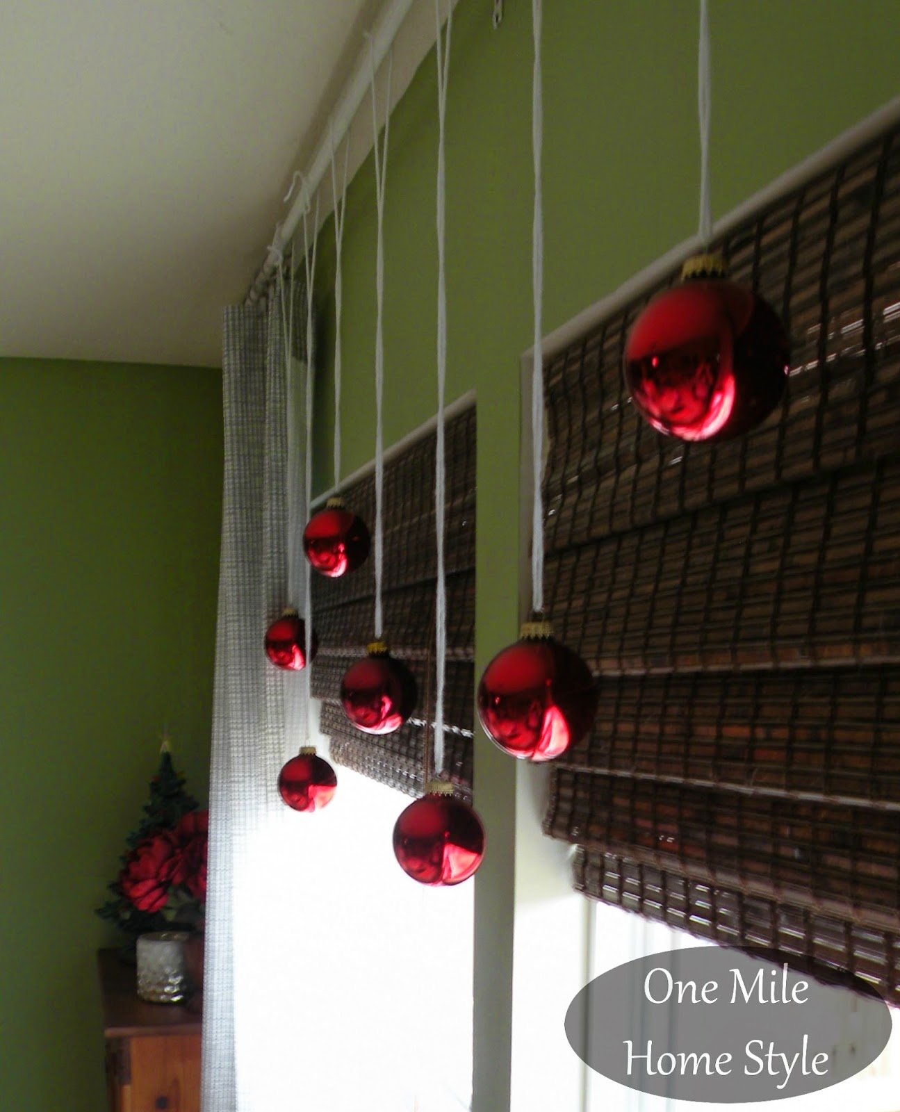 DIY Yarn and Christmas Ornament window decorations