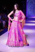 Kriti Sanon Latest Pictures at IIJW 2015-thumbnail-1