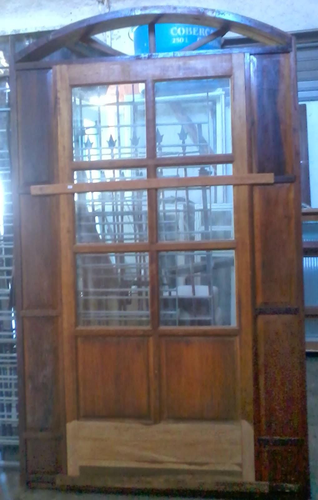porta de entrada 2.40 altura 1.40lar