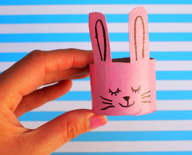 Bunny toilet roll napkin ring craft for Eater (front)