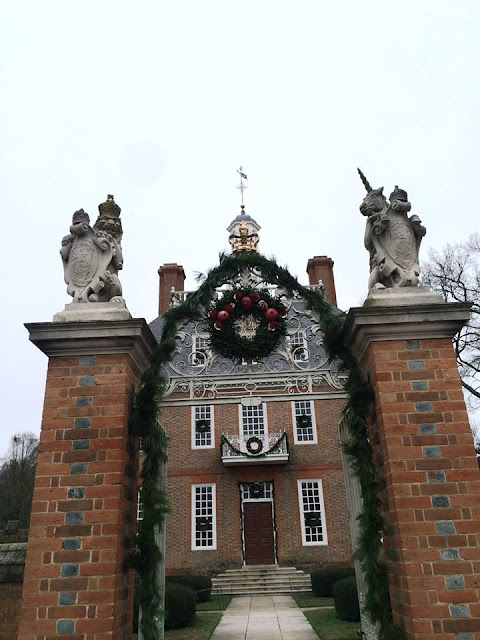 williamsburg governor palace christmas decoration wreath