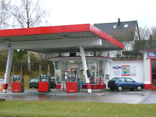 """If any blogfollower knows """"Gasstations""""from the past, don´t hesitate to send me some pics!"""