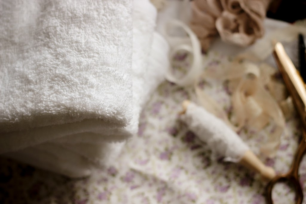 How to make guest towels with fabric and lace