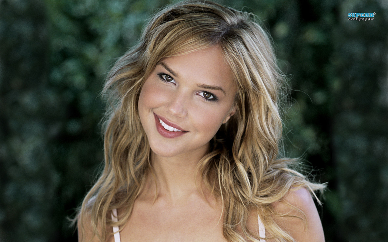 Arielle Caroline Kebbel American Model And Actress thumb