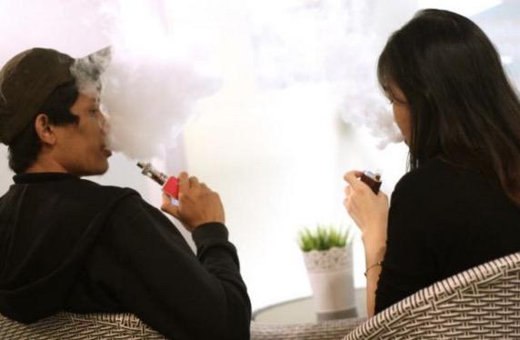 Timbalan Menteri Kesihatan Kata Nak Haramkan Vape, Haramkan Rokok Sekali
