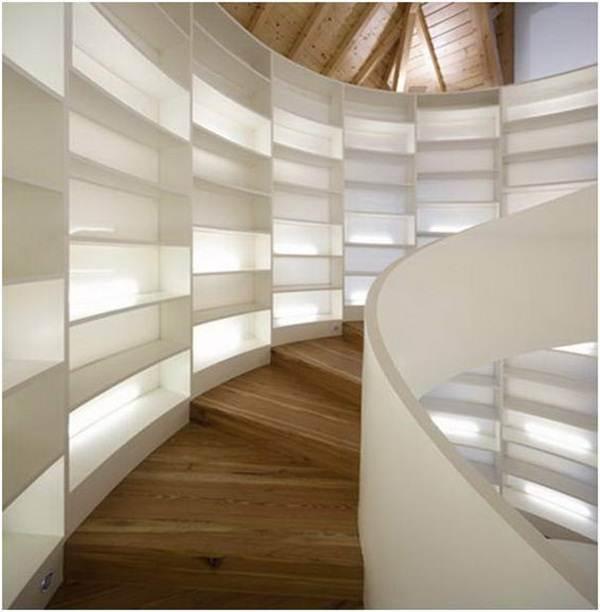 tangga-dengan-rak-buku