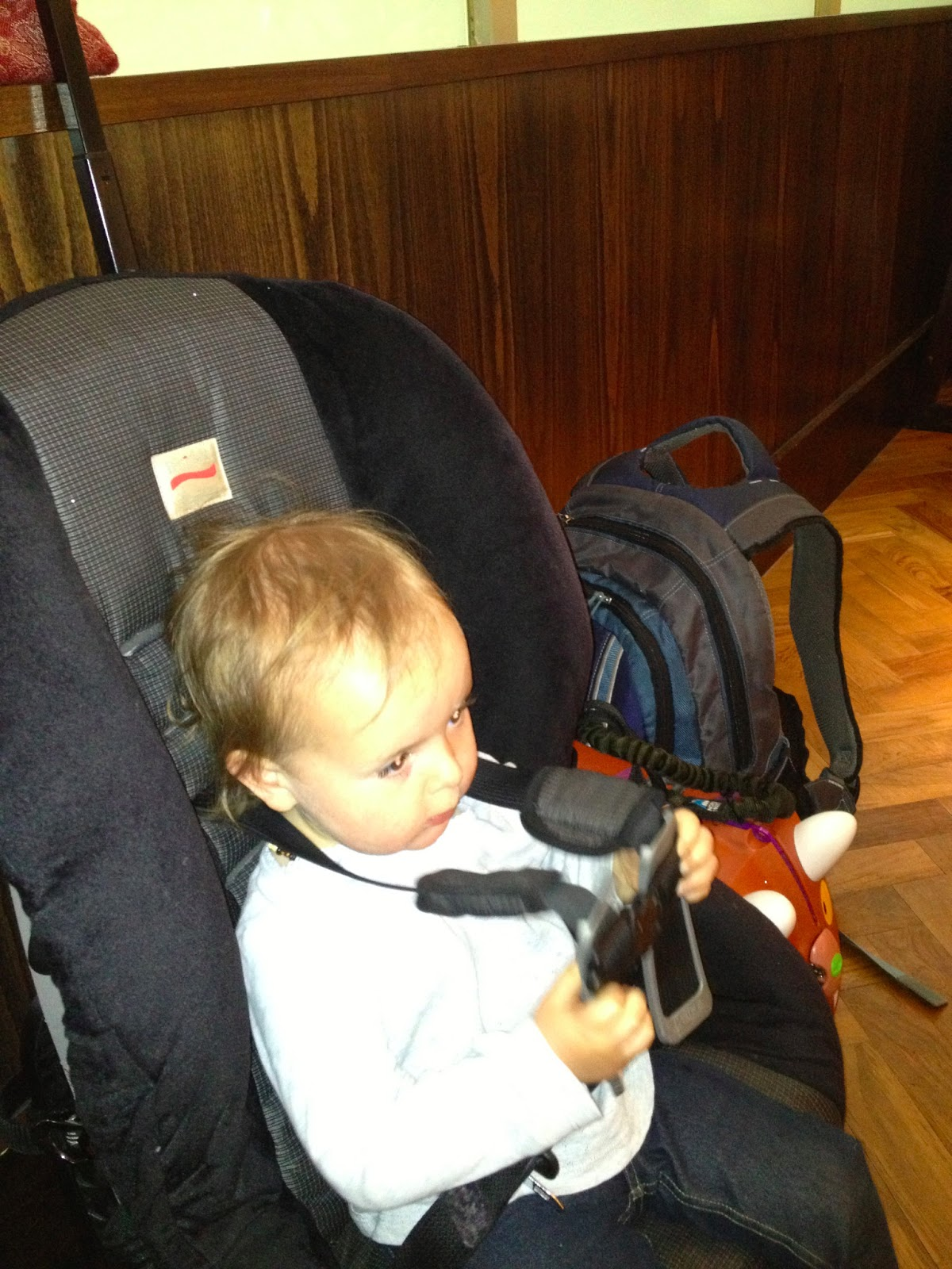 i back packed rose in our ergo through the airport and had a ring sling in my bag in case we felt it more convenient once on the plane but we never     ottawa babywearing group  have baby    have carrier    will travel   rh   ottawababywearinggroup blogspot