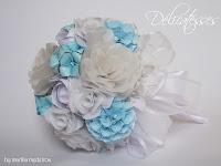 buquê em origami e papercraft branco e azul claro
