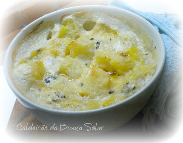 Batatas gratinadas com queijos