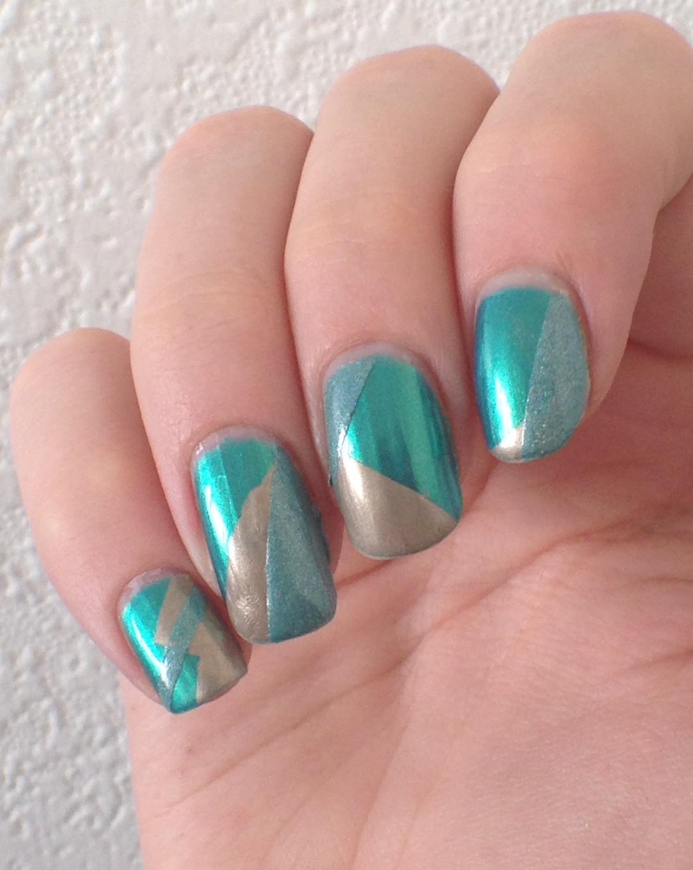 nail art géométrique or