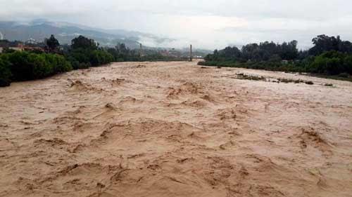 Río Guadalquivir ruge después de 20 años y provoca desborde peligroso