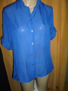 blusa  100% poliéster  cor azul bic meia manga suspensa com botões