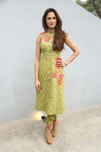 Shilpa Reddy Looks Super Sexy In Green Dress At New York Fashion Show 2015 Press Meet