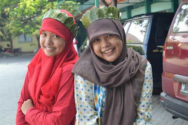 Revina Ayu Septiani And Friend
