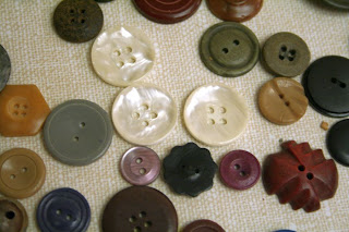 Vintage buttons: Mother of Pearl, Wood, Plastic :: All Pretty Things