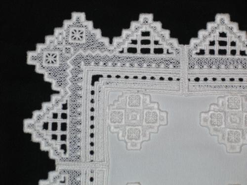 техника вышивки по сетке(