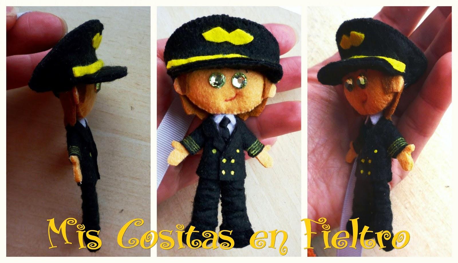 monigota, monigote, felt doll, boneco de feltro, pin, broche, marcapáginas, piloto, helicóptero