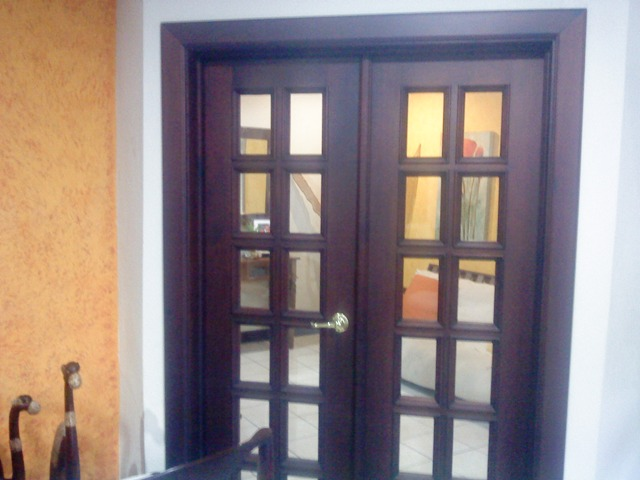 Hecasa puertas e interiores en maderas finas for Precio de puertas francesas