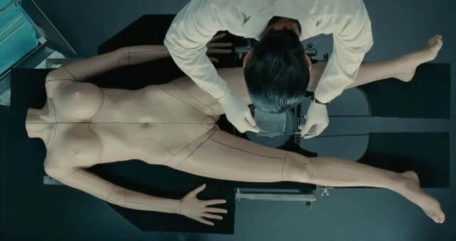 """""""La piel que habito"""": la agenda transexual encubierta según Pedro Almodóvar (VIDEO 1/3)"""