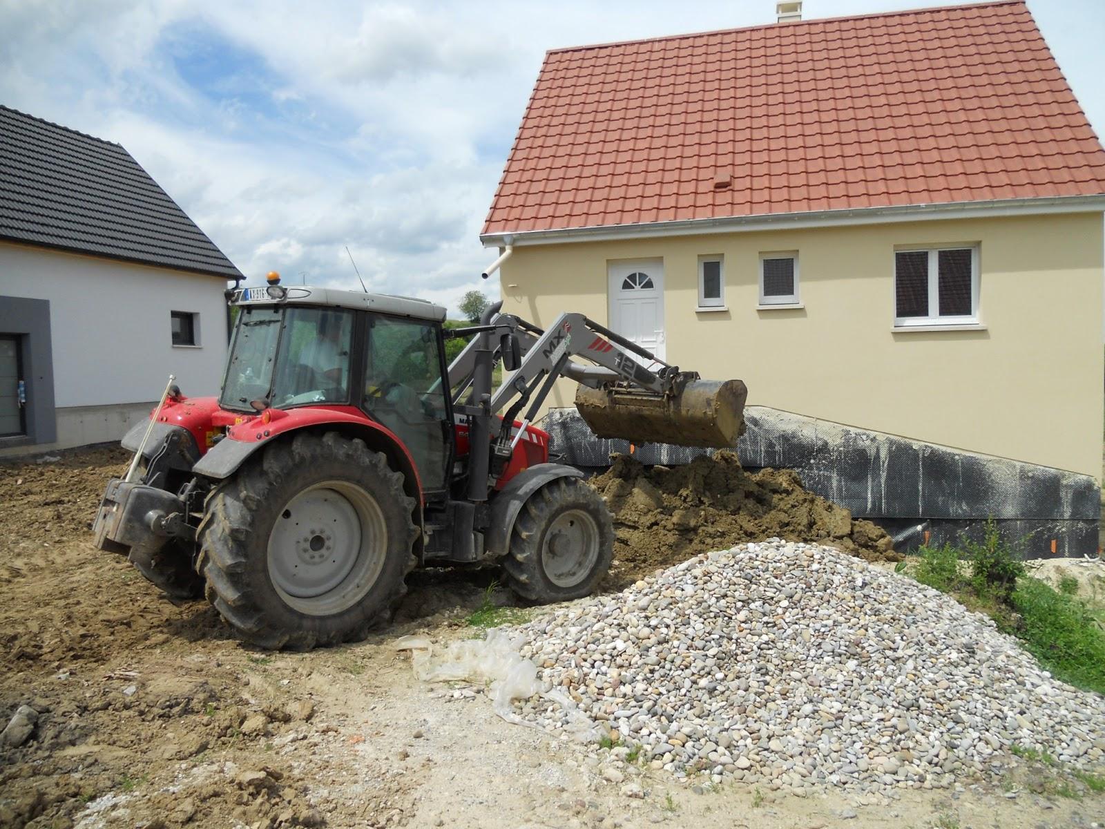 Ap ricube premi re tape du terrassement for Terrassement garage