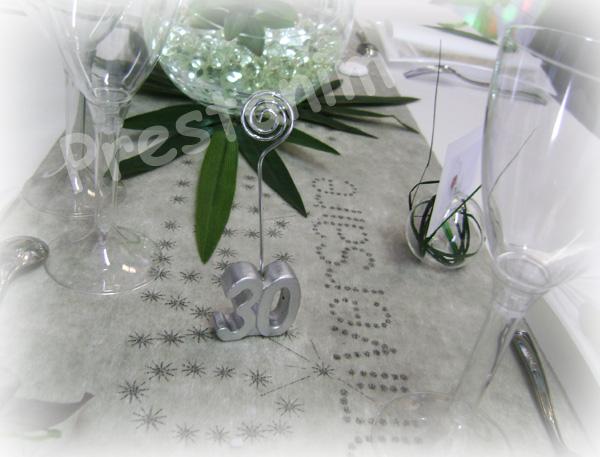 ma d coration de mariage d corations table anniversaire nature en gris blanc. Black Bedroom Furniture Sets. Home Design Ideas