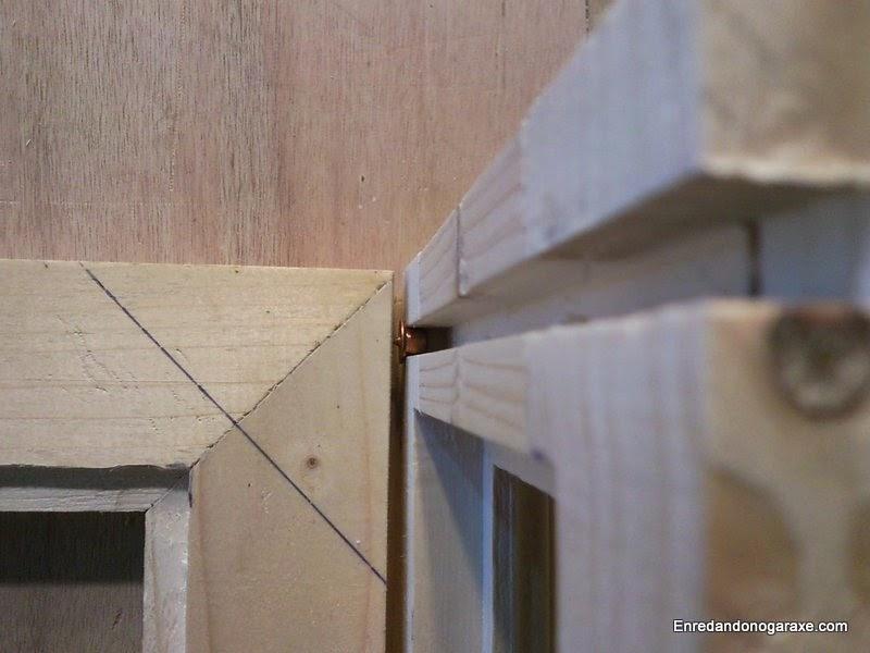 Con unos sencillos centradores es fácil marcar la posición donde taladrar para insertar los pequeños ejes. Enredandonogaraxe.com