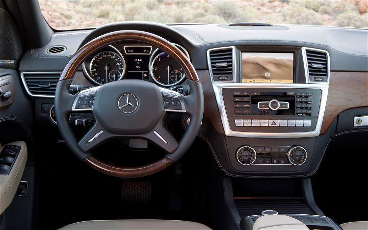 2012 Mercedes-Benz ML-Class SUV Interior