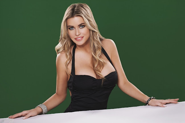 Carmen Electra is here to persuade you to go to Pokerist.com in a sexy black dress