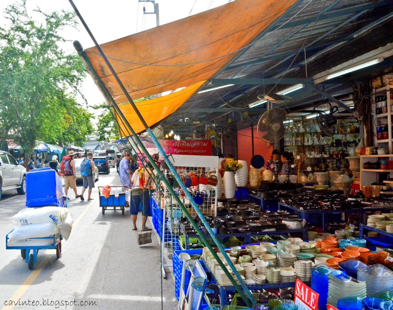 Chatuchak Weekend Market by Blogger Julia Johari - youtube.com