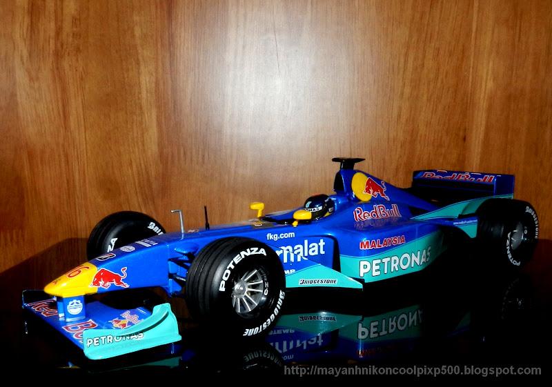 F1 Red Bull Sauber Petronas tỉ lệ 1:18 Minichamps
